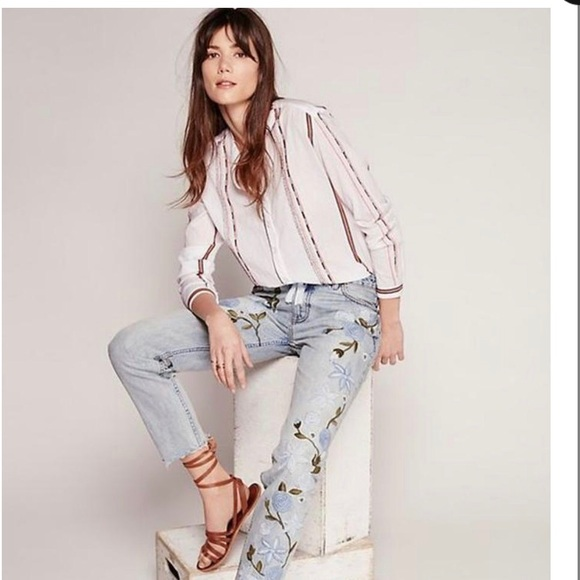Free People Denim - FREE PEOPLE light blue wash embroidered jeans.